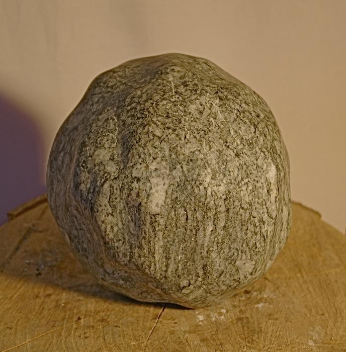 """Abstrakt geometrische Skulptur:""""Kugel"""" - Bepe' Meilenstein"""