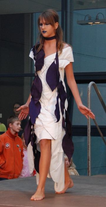 Geflochtenes Leinenkleid mit Schal - Galerie Meilenstein